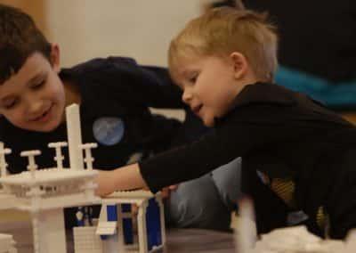 Børn bygger verdens bedste børneby i LEGO® architecture klodser