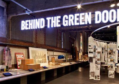 behind the green door udstilling