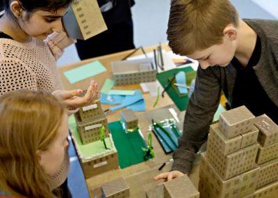 Børn der bygger
