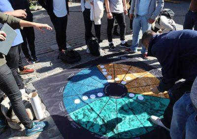 Elever der lækker prikker på tæppe